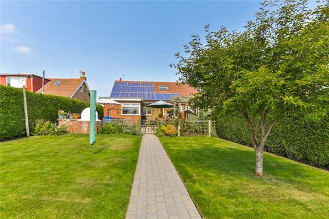 4 bedroom bungalow for sale - Manor Road, Preston, Hull, East Riding of Yorkshire, HU12