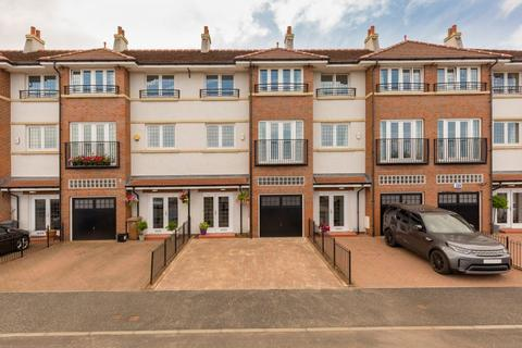 4 bedroom terraced house for sale - 69 Hillpark Grove, Edinburgh, EH4 7EE