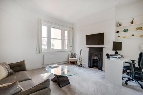 2 bedroom flat for sale - Albert Palace Mansions, Lurline Gardens, London, SW11