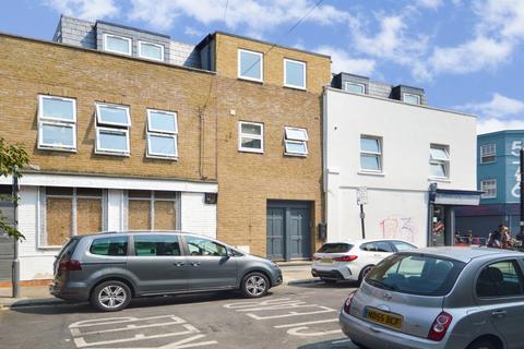 2 bedroom flat to rent - Libra Road, Bow E3