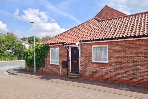 2 bedroom terraced bungalow for sale - The Balk, Pocklington