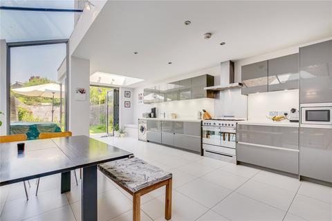 4 bedroom terraced house to rent - Hazelbourne Road, London, SW12