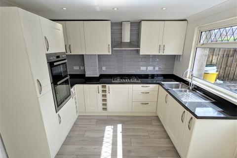 3 bedroom terraced house to rent - Cedar Way, Penarth,