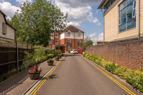 2 bedroom retirement property for sale - Massetts Road, Horley, RH6