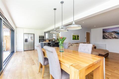 3 bedroom detached bungalow for sale - Terringes Avenue, Tarring, Worthing, BN13 1JS