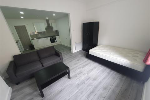 Studio to rent - North Luton Place, Adamsdown, Cardiff