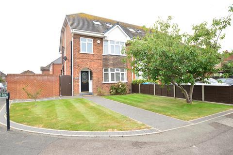 4 bedroom house to rent - Victoria Road, Eton Wick, Windsor