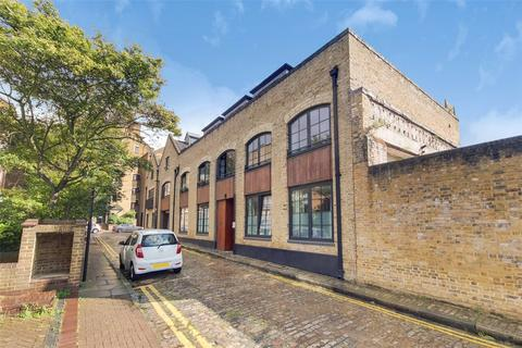 3 bedroom penthouse to rent - Clave Street, London, E1W