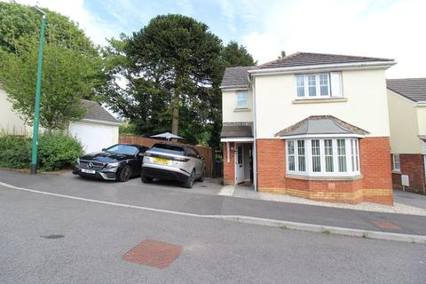 3 bedroom detached house for sale - Clos Bronwydd, Ebbw Vale