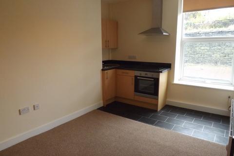 Studio to rent - Flat 1 41A Briggate, Shipley