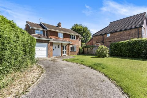 4 bedroom detached house for sale - Chapel Close, Liphook