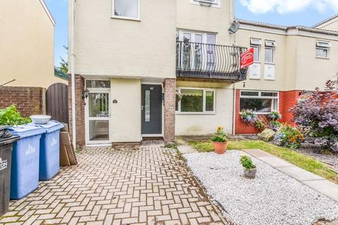 2 bedroom apartment to rent - Marina Village, Runcorn