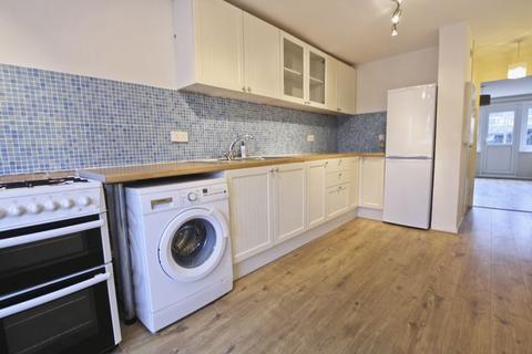 3 bedroom maisonette to rent - Belvoir Close, Mottingham SE9