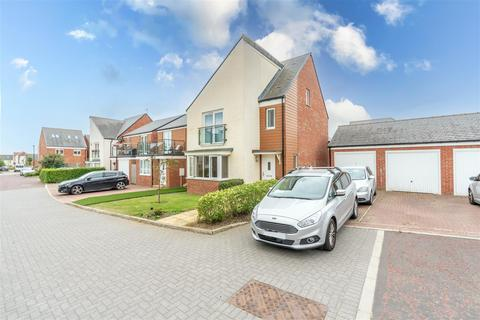 4 bedroom detached house to rent - * Extended * Bowden Close, Newcastle Upon Tyne