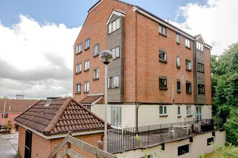 2 bedroom flat for sale - Springvale, Maidstone, ME16