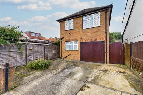 3 bedroom detached house for sale - Danesbury Road, Feltham, Greater London, TW13