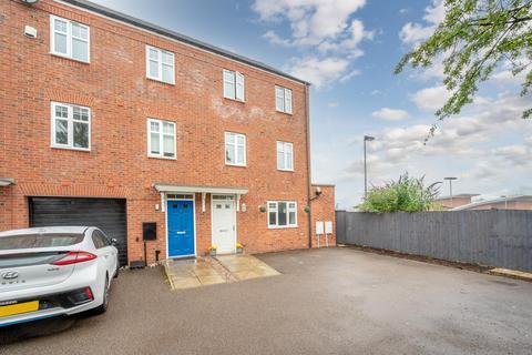 5 bedroom end of terrace house for sale - John Corbett Drive, Amblecote, DY8 4BW