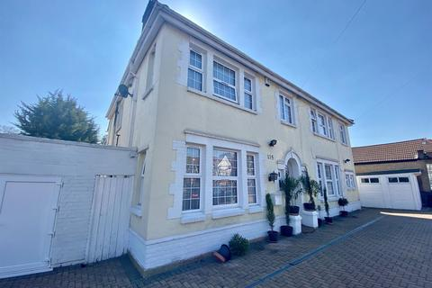 4 bedroom detached house for sale - Dormers Wells Lane, Southall, UB1.