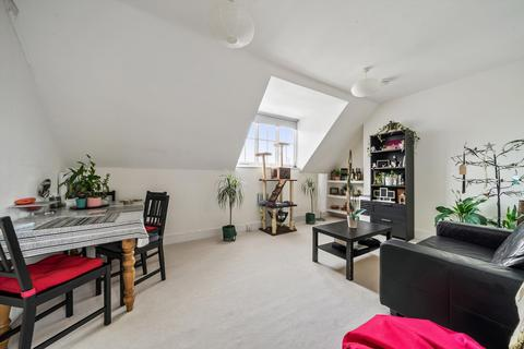 2 bedroom flat to rent - Fulham Road, London, SW10