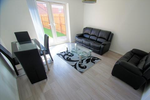 4 bedroom semi-detached house to rent - Anglian Way, Coventry, CV3 1QR