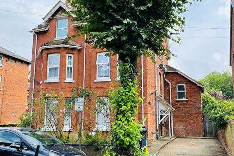 Studio for sale - Chaucer Road, Bedford, MK40 2AJ