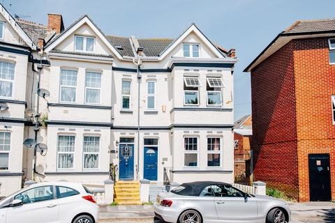 7 bedroom terraced house to rent - Windsor Road, Bournemouth