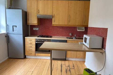 4 bedroom apartment to rent - Southmead Road, London