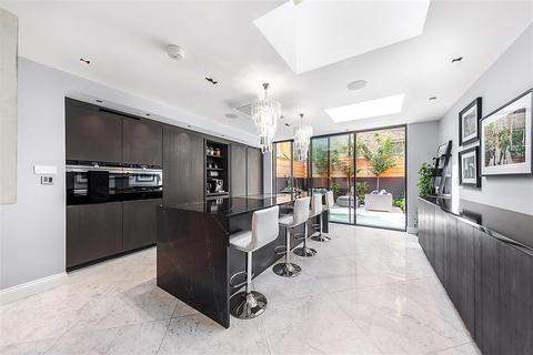 4 bedroom semi-detached house to rent - Chesilton Road, SW6