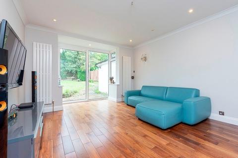 5 bedroom detached house to rent - Essenden Road