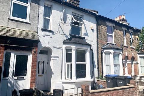 3 bedroom property to rent - Brettenham Road, London, N18