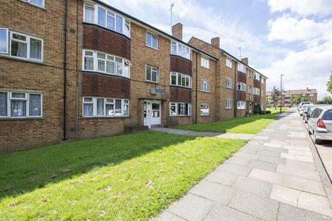 2 bedroom flat to rent - Enfield Road, Enfield