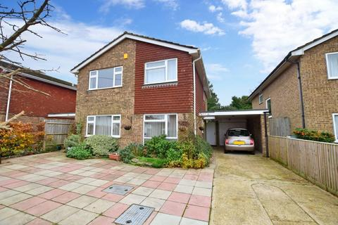 4 bedroom detached house to rent - Grove Road Burgess Hill RH15