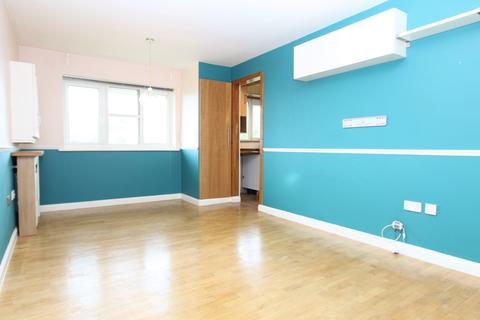 2 bedroom flat to rent - Hudson Way, London, N9