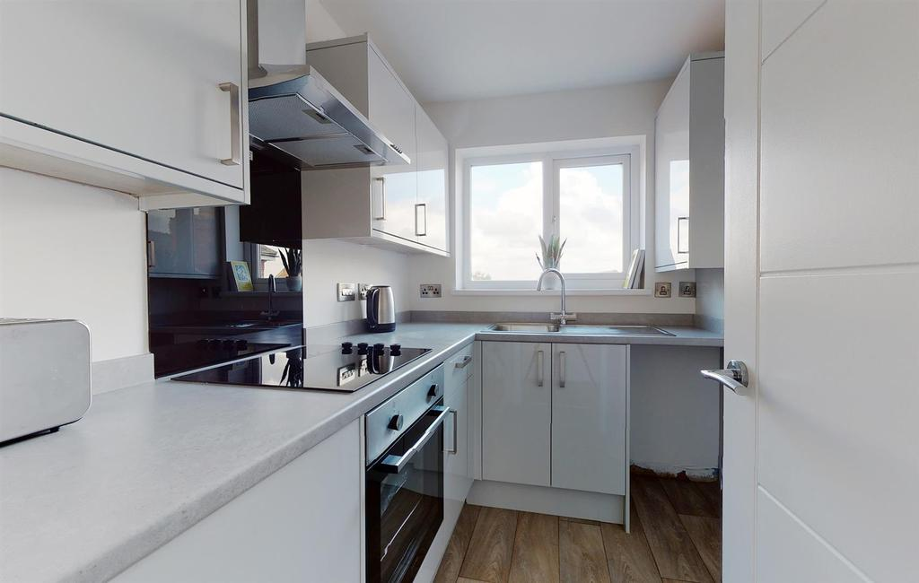 Flat 18 Russell Court NG10 4 LT Flat 18 Russell Cou