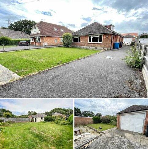 4 bedroom detached bungalow for sale - Spicer Lane, Bearwood, Bournemouth