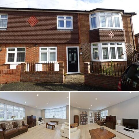 4 bedroom semi-detached house to rent - Montrose Walk, Weybridge, KT13