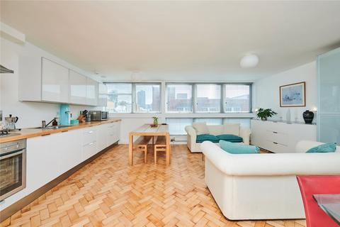 2 bedroom flat for sale - The Triangle, Compton Street, London