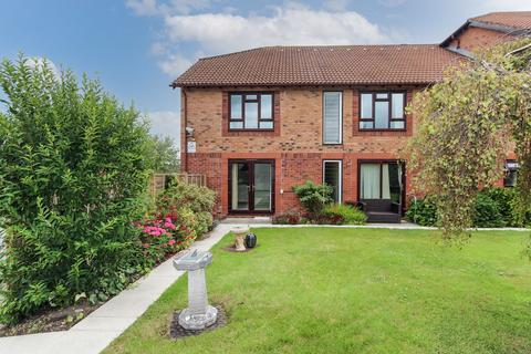 2 bedroom ground floor flat for sale - Flat over 55's in heart of Winscombe