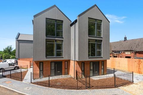 4 bedroom semi-detached house for sale - Lime Grove, Grange Road, Tuffley, Gloucester, GL4