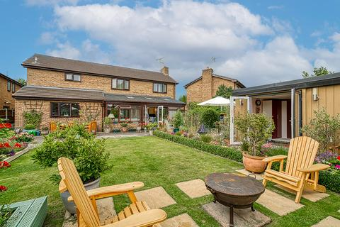 5 bedroom detached house for sale - Chetwyn Court, Gresford