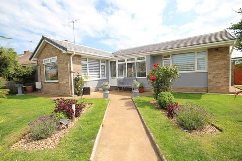 2 bedroom detached bungalow for sale - Twyford Gardens, Salvington, Worthing BN13 2NX