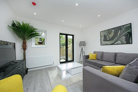 3 bedroom apartment for sale - Uxbridge Road, W3