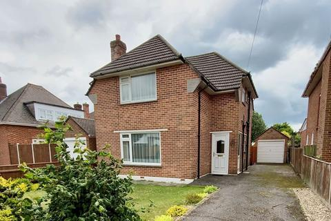3 bedroom detached house for sale - Petersfield Road, Boscombe East, Bournemouth