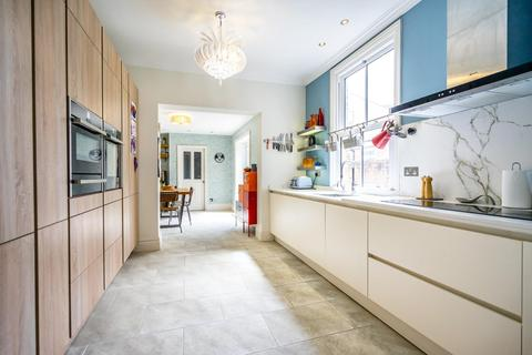 5 bedroom end of terrace house for sale - Feversham Crescent, Off Wigginton Road, York