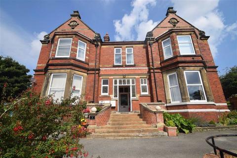 2 bedroom flat for sale - Raincliffe Avenue, Scarborough, North Yorkshire, YO12