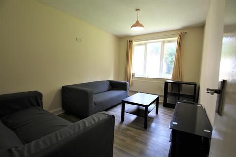 3 bedroom apartment to rent - Pennington Court, Delph Lane, Woodhouse, Leeds, LS6 2RW