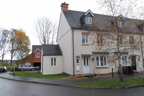 1 bedroom in a house share to rent - Wyatt way, Chard