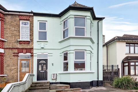 5 bedroom semi-detached house to rent - New Road London SE2