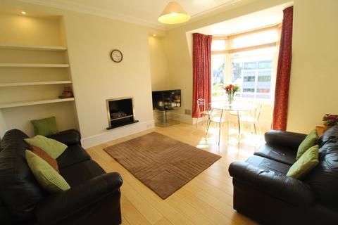 2 bedroom flat to rent - Blenheim Place, Top Floor, AB25
