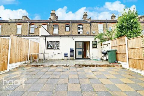 4 bedroom terraced house for sale - Highlands Gardens, Ilford